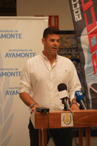 Concejal presentando I Prueba Internacional Salvamento y Socorrismo de Ayamonte 2019